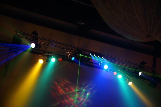lasery, barevné osvětlení, discotéka