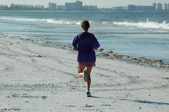 kondiční běh na pláži